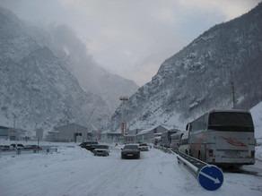 Kəskin hava şəraiti səbəbindən Gürcüstan-Rusiya magistral yolu tam bağlanıb