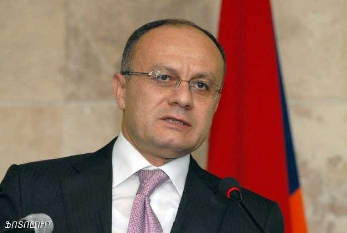KİV: Ermənistanın keçmiş müdafiə naziri Rusiyaya qaçıb