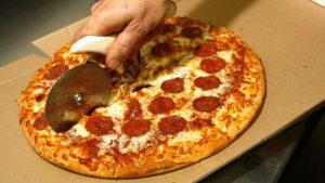 ABŞ-da müsəlman donuz əti olan pizzaya görə 100 milyon tələb edir