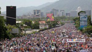 Venesuelada dünən yüzminlərlə insan yenə etiraz edirdi – foto-video