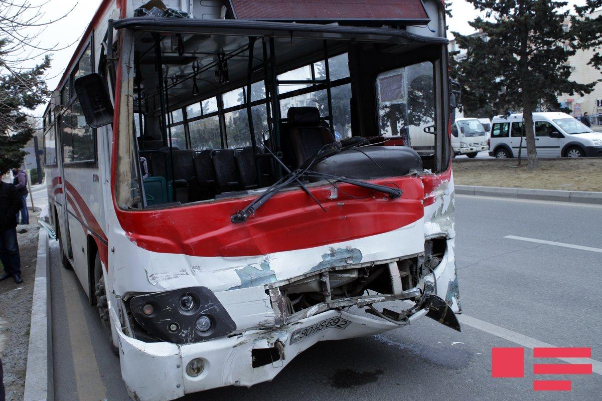 Bakıda iki sərnişin avtobusu toqquşub, 11 nəfər xəsarət alıb