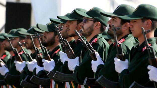 """Ruhani inqilab keşikçilərini """"repressiya"""" edir?"""
