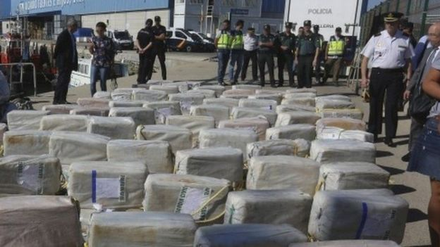 Atlantik okeanında 1 azərbaycanlı və 6 türk 3.7 ton kokainlə həbs olunub