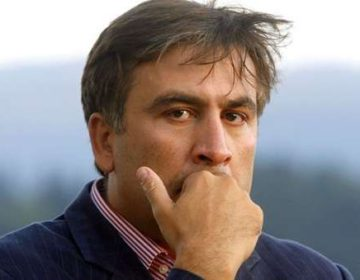 Saakaşvili binanın damına çıxıb – İntihar edəcəyini deyir
