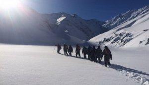 Əməkdaşımız vertolyotla Xınalığa yollandı, alpinistlərin axtarışını izləyəcək