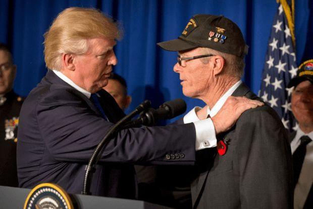 Tramp üç aylıq maaşını veteranlara bağışladı
